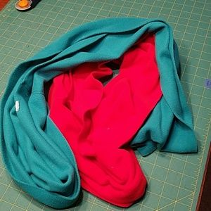 2 old navy scarves red and green